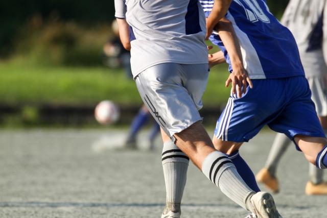 サッカー・競り合い