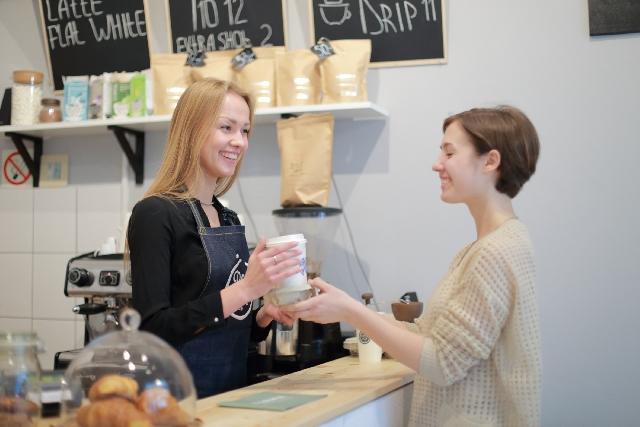 カフェの女性店員21