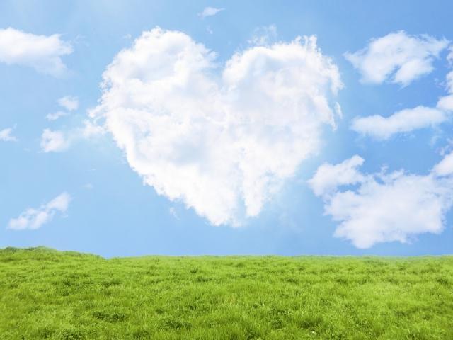 ハートの雲と草原